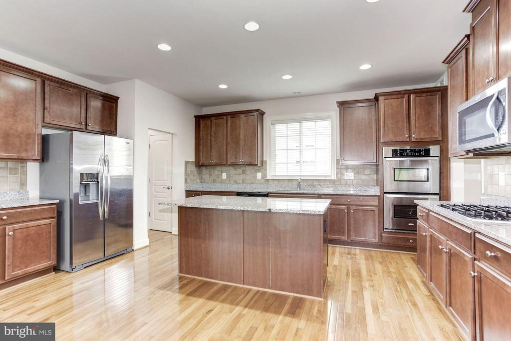 Kitchen W/Sleek Stainless Steel Appliances - 5525 HOPE HILL AVE, WOODBRIDGE