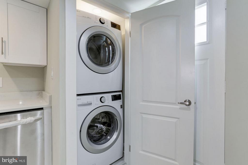 Lower Level Washer/Dryer - 1528 S ST SE, WASHINGTON
