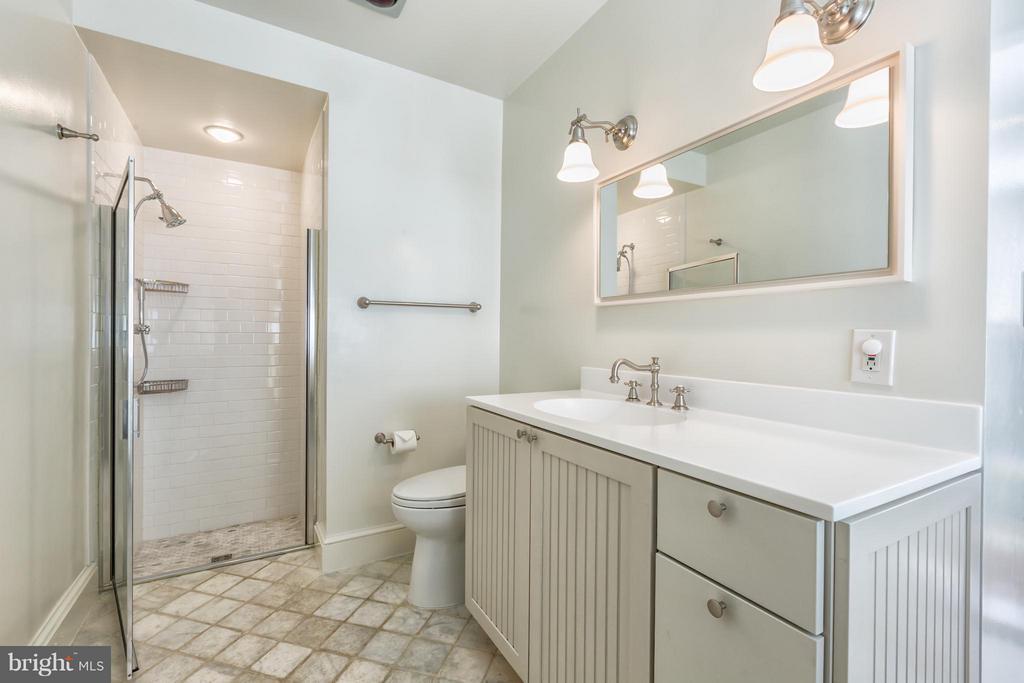 Bath - 2435 TRACY PL NW, WASHINGTON