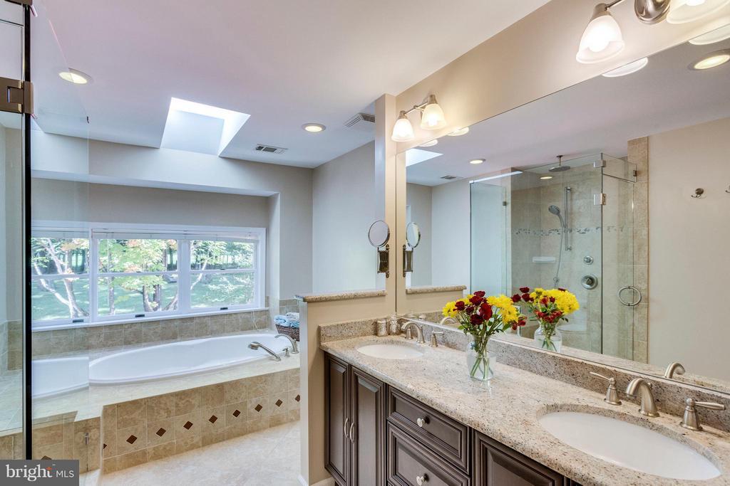 Bath (Master) - 3419 MILLER HEIGHTS RD, OAKTON