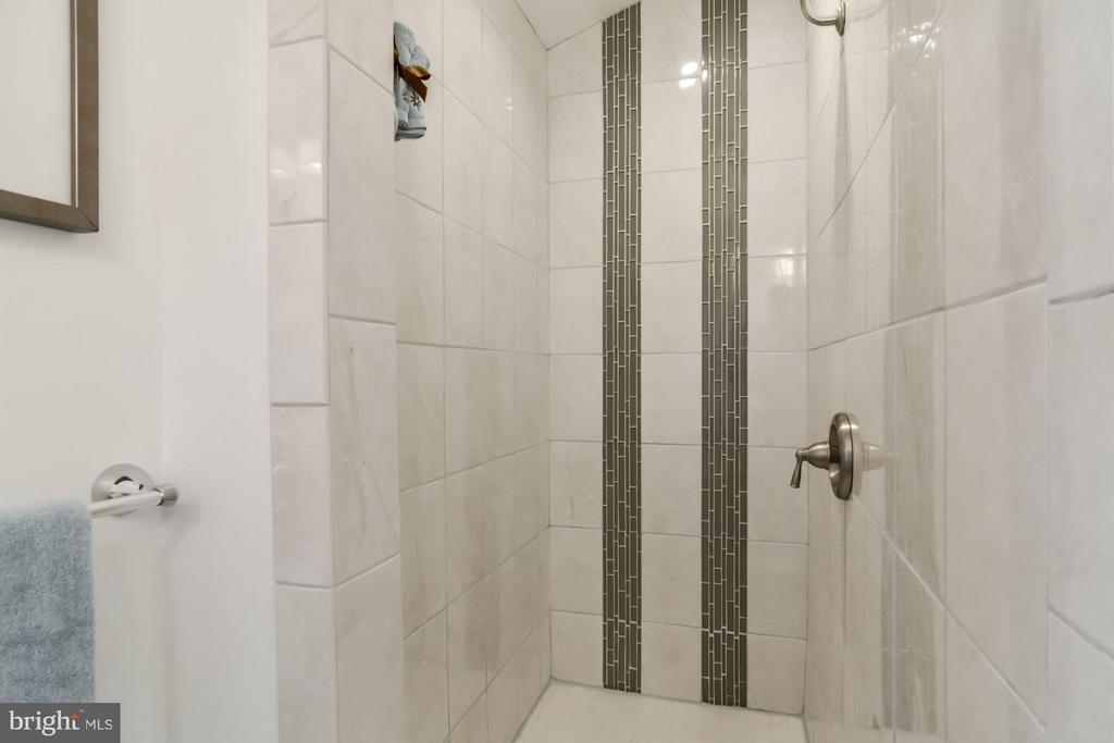 Bath (Master) - 5731 22ND ST N, ARLINGTON