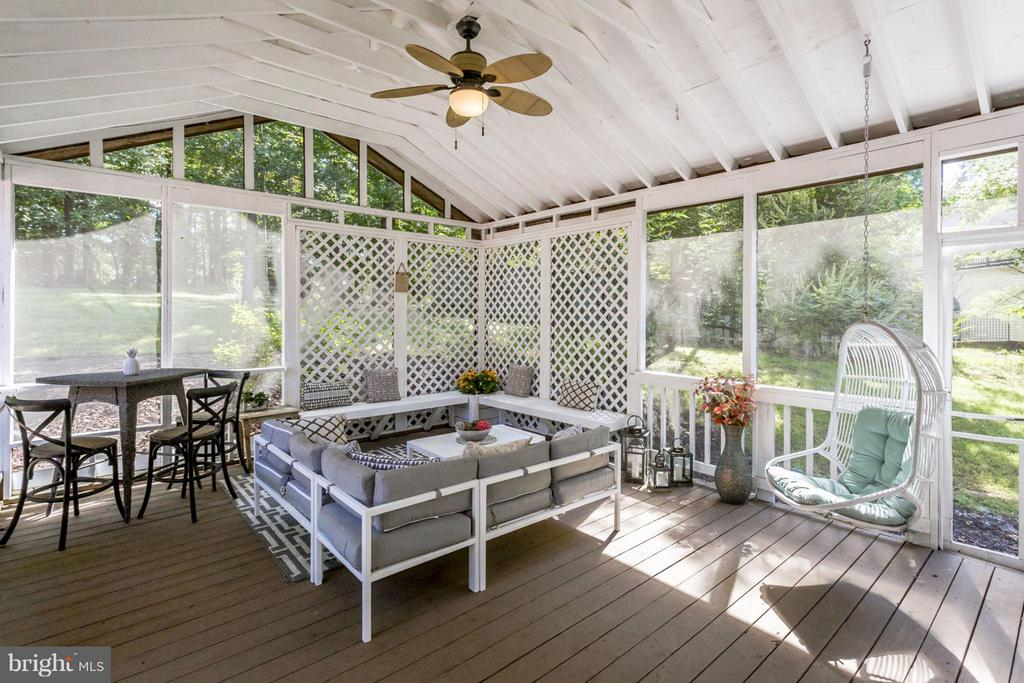 Screened in Porch - 3419 MILLER HEIGHTS RD, OAKTON
