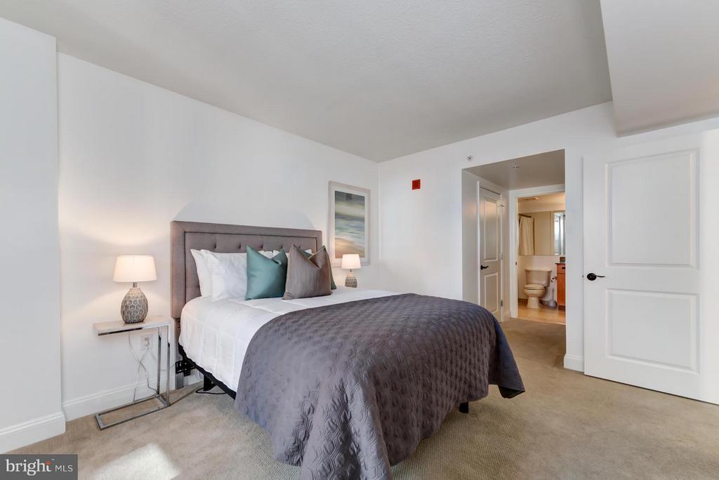 Spacious bedroom - 915 E ST NW #901, WASHINGTON