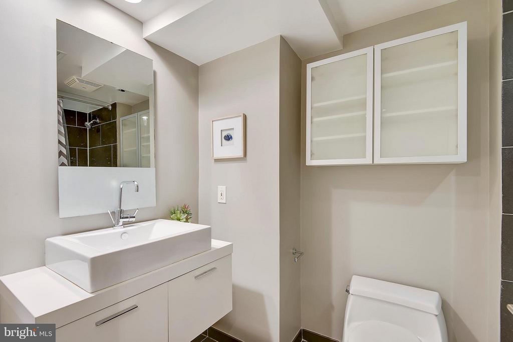 Upper Level Bath - 616 E ST NW #256, WASHINGTON