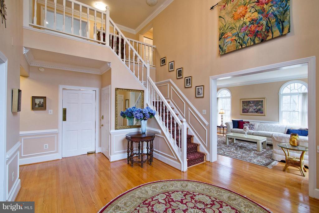 Hardwood Foyer - 13300 FOXDEN DR, ROCKVILLE