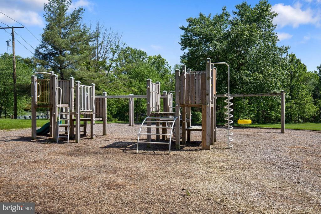 Glen Hills Park, just around the corner - 13300 FOXDEN DR, ROCKVILLE