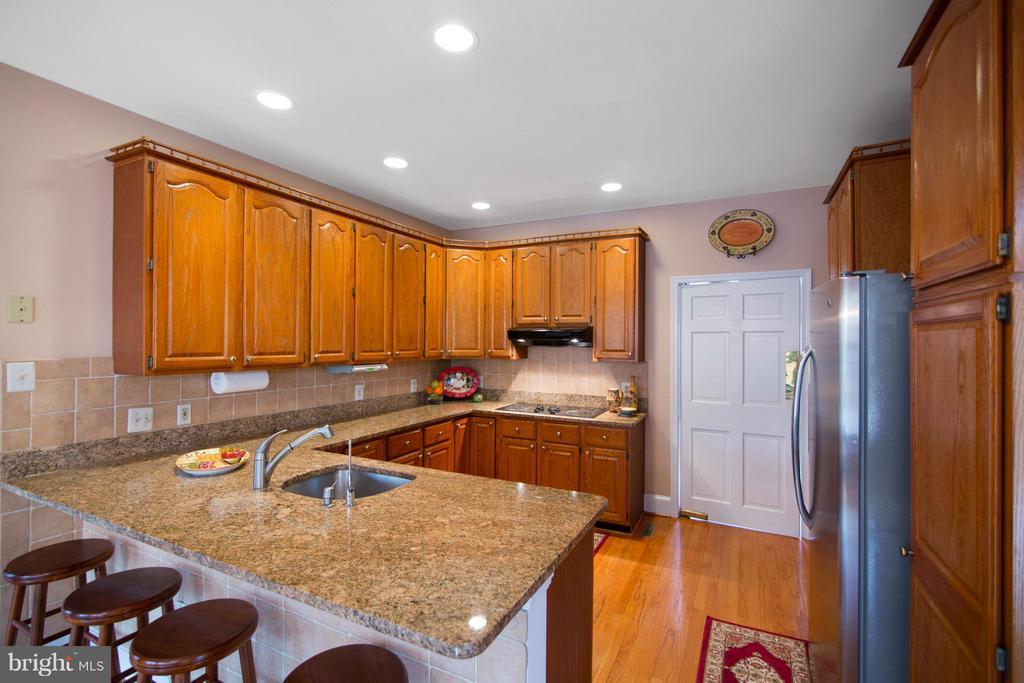 Kitchen - 13300 FOXDEN DR, ROCKVILLE