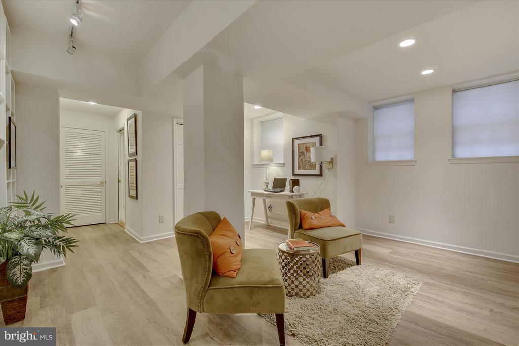 Family Room - 3610 39TH ST NW #B542, WASHINGTON