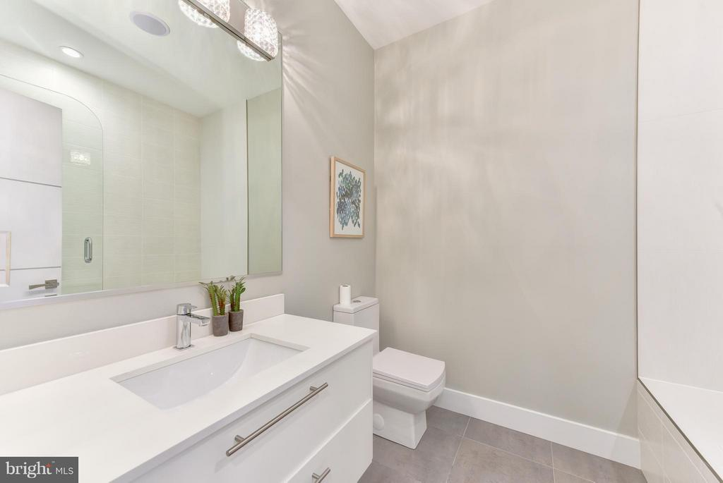 Bath - 1461 CHAPIN ST NW #3, WASHINGTON
