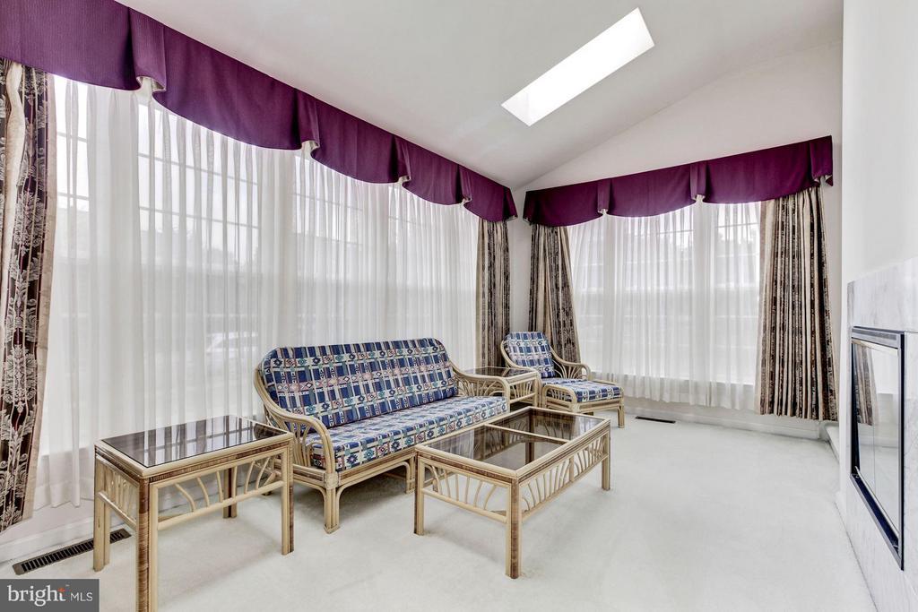 Living Room - 2 SANDERLING CT, GERMANTOWN