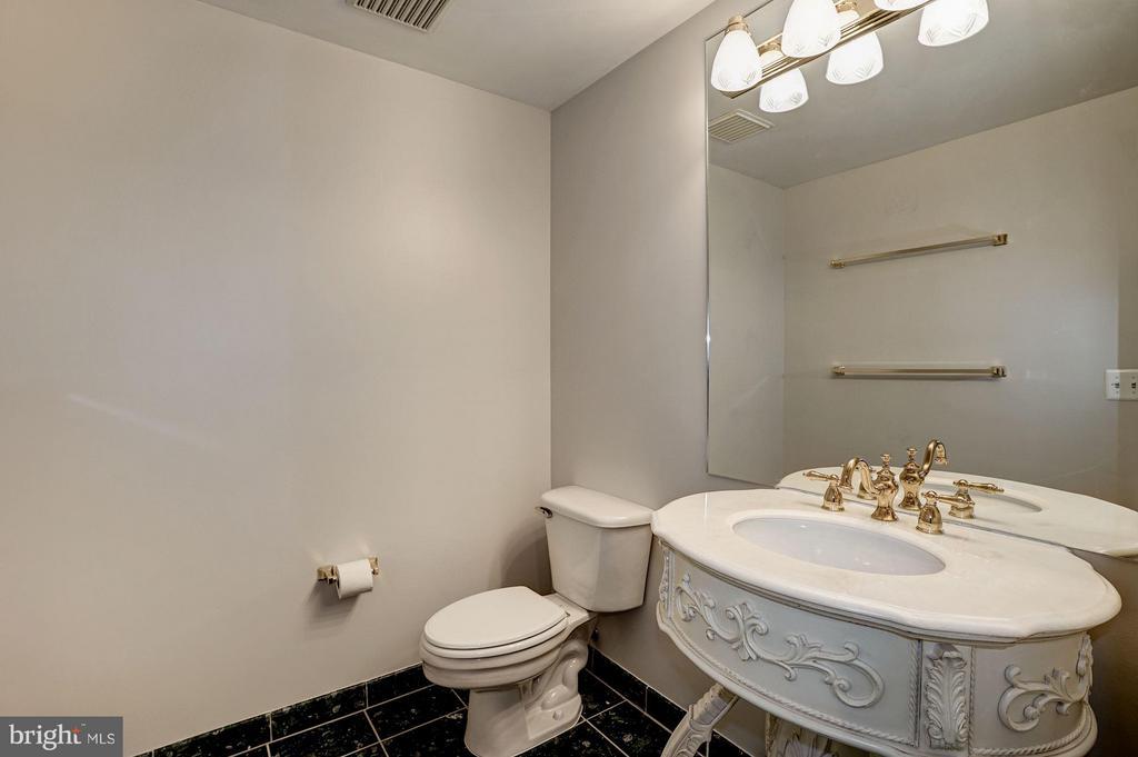 Bath - 901 MONROE ST #1405, ARLINGTON