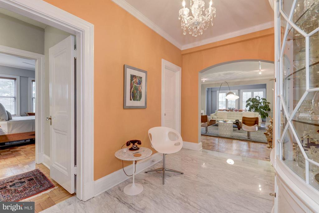Foyer leads to bedrooms and bath to the left - 4000 CATHEDRAL AVE NW #311B, WASHINGTON