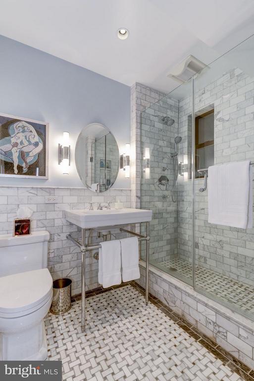 Bath - 4000 CATHEDRAL AVE NW #311B, WASHINGTON