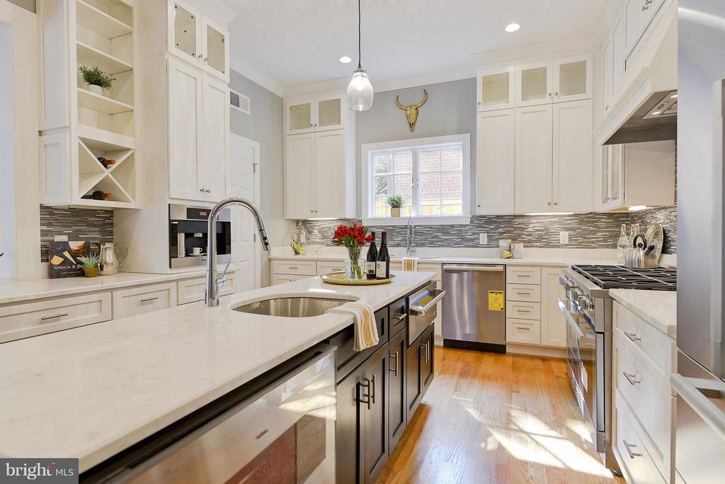 Kitchen - 3702 HARRISON ST NW, WASHINGTON
