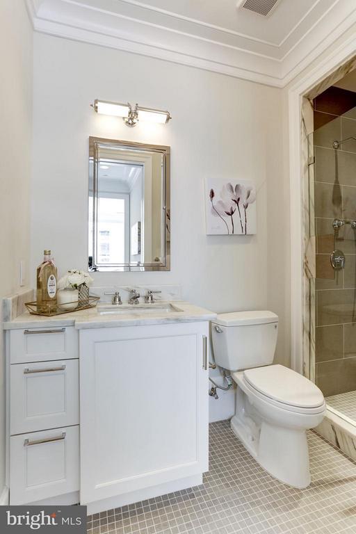 Bath - 1108 16TH NW #501, WASHINGTON