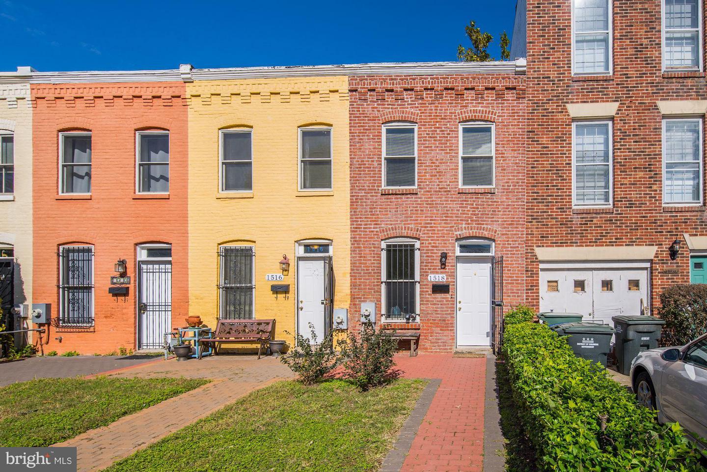 Single Family for Sale at 1518 Massachusetts Ave SE Washington, District Of Columbia 20003 United States