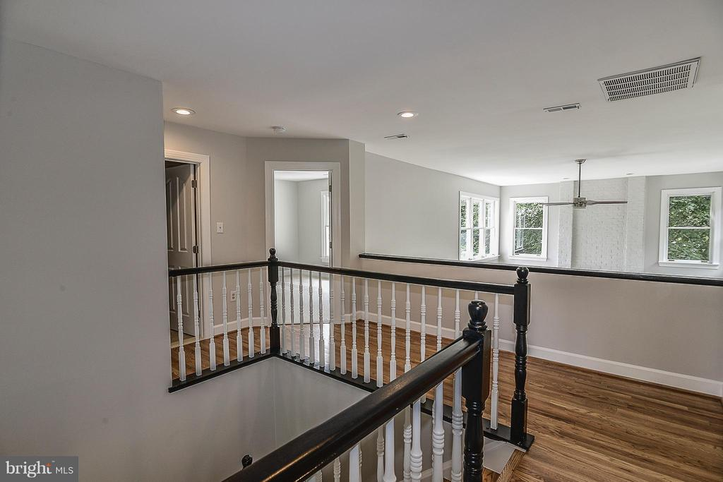Upper Hall Landing - 4308 OAK HILL DR, ANNANDALE