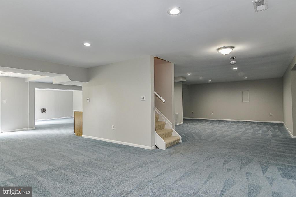 HUGE Basement Rec Room - 4308 OAK HILL DR, ANNANDALE