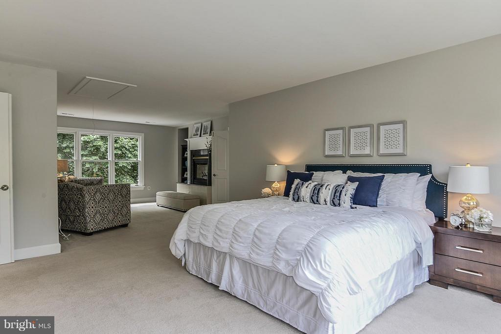 Master Bedroom Suite - 4308 OAK HILL DR, ANNANDALE