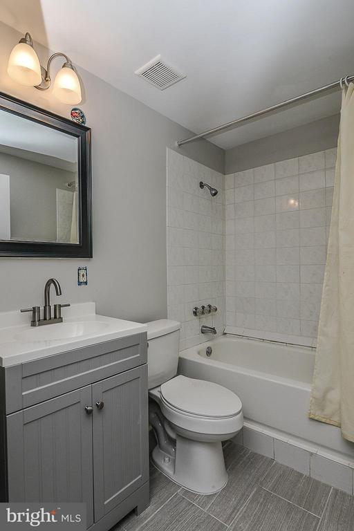 Basement Full Bath - 4308 OAK HILL DR, ANNANDALE