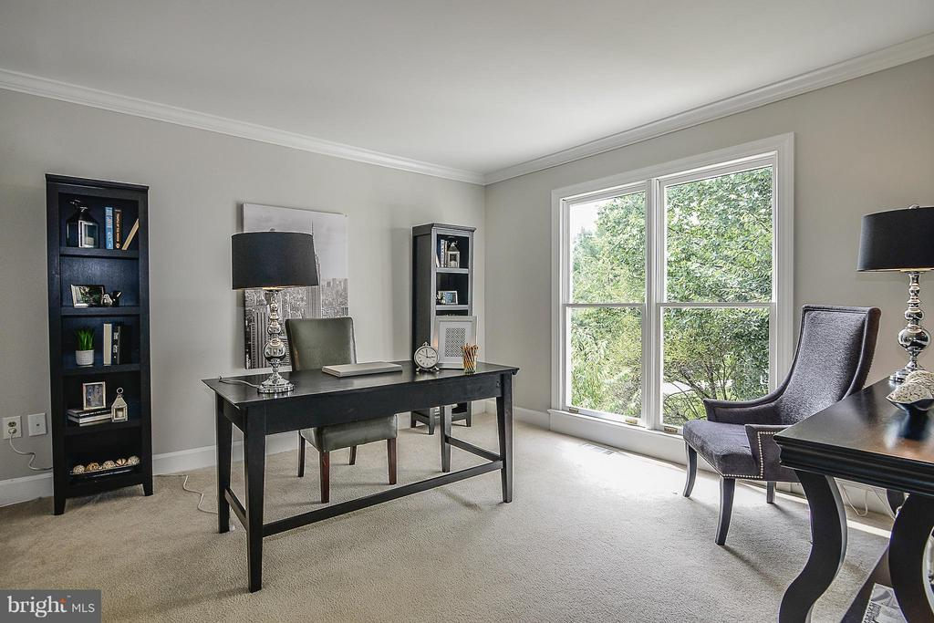 Library/Study - 4308 OAK HILL DR, ANNANDALE