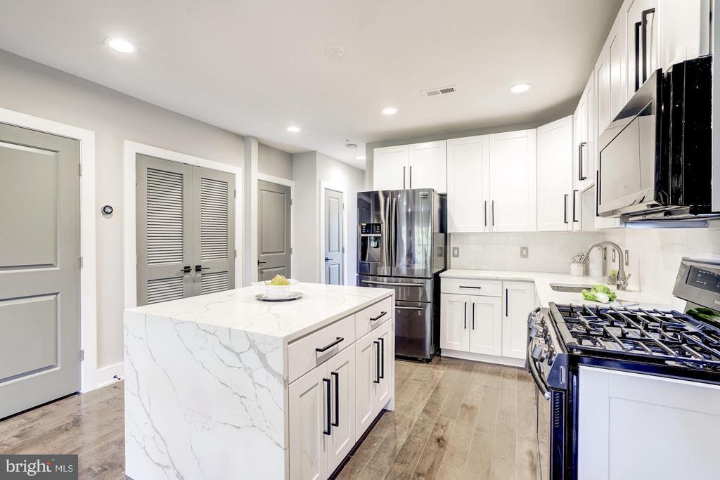 Kitchen - 736 KENYON ST NW #2, WASHINGTON