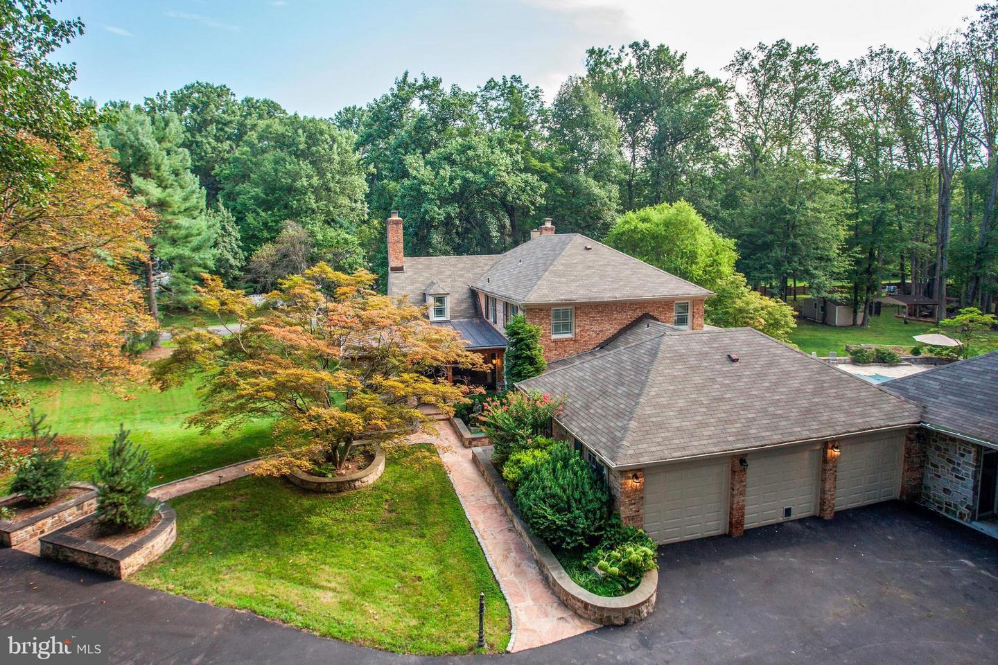 Photo of home for sale at 10109 Garden Way, Potomac MD