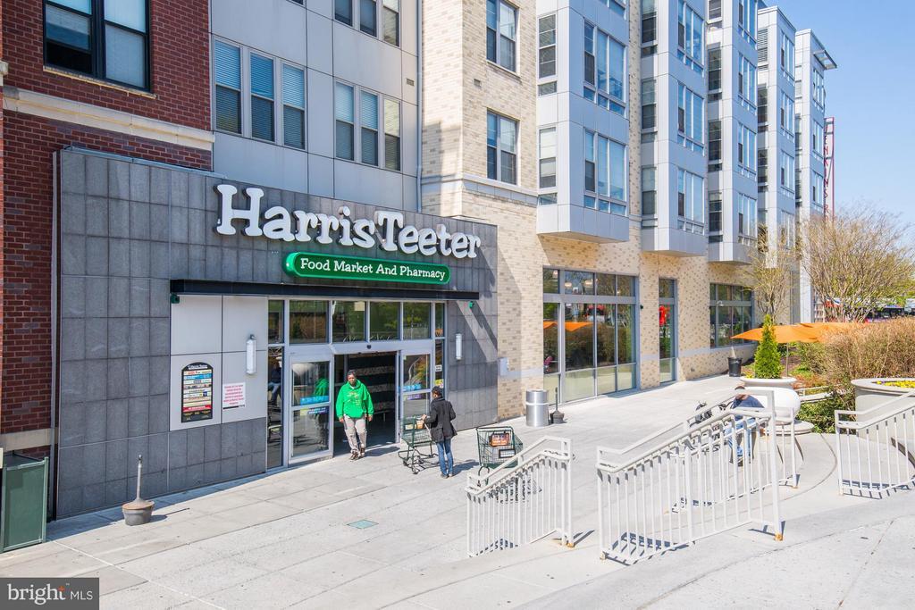 Super convenient shopping! - 1512 K ST SE #6, WASHINGTON