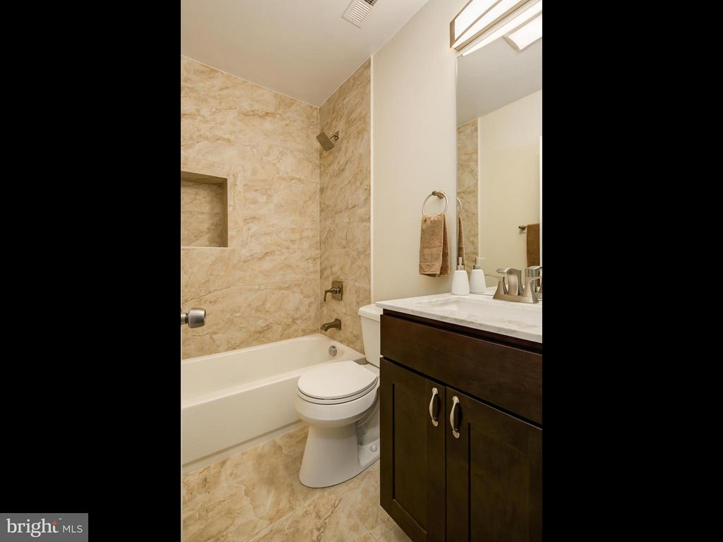 2nd Full Bathroom upper level. - 1118 HOLBROOK ST NE, WASHINGTON