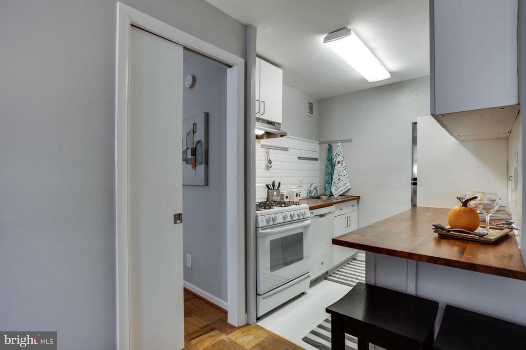 Smart design -- pocket door leads to bedroom. - 5406 CONNECTICUT AVE NW #407, WASHINGTON