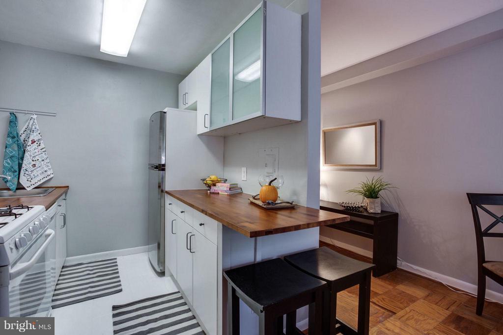 Kitchen - 5406 CONNECTICUT AVE NW #407, WASHINGTON