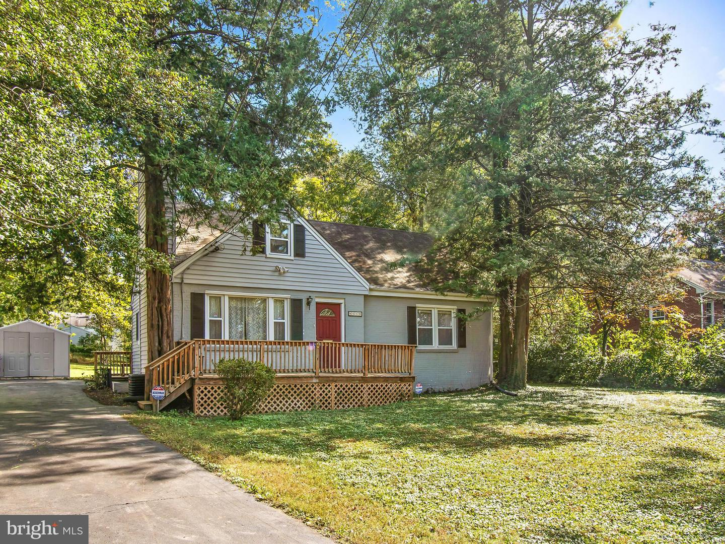 Photo of home for sale at 4019 Hirst Drive, Annandale VA