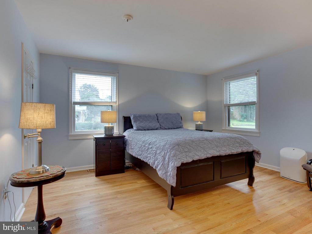 Spacious master with walk-in closet - 5601 42ND AVE, HYATTSVILLE