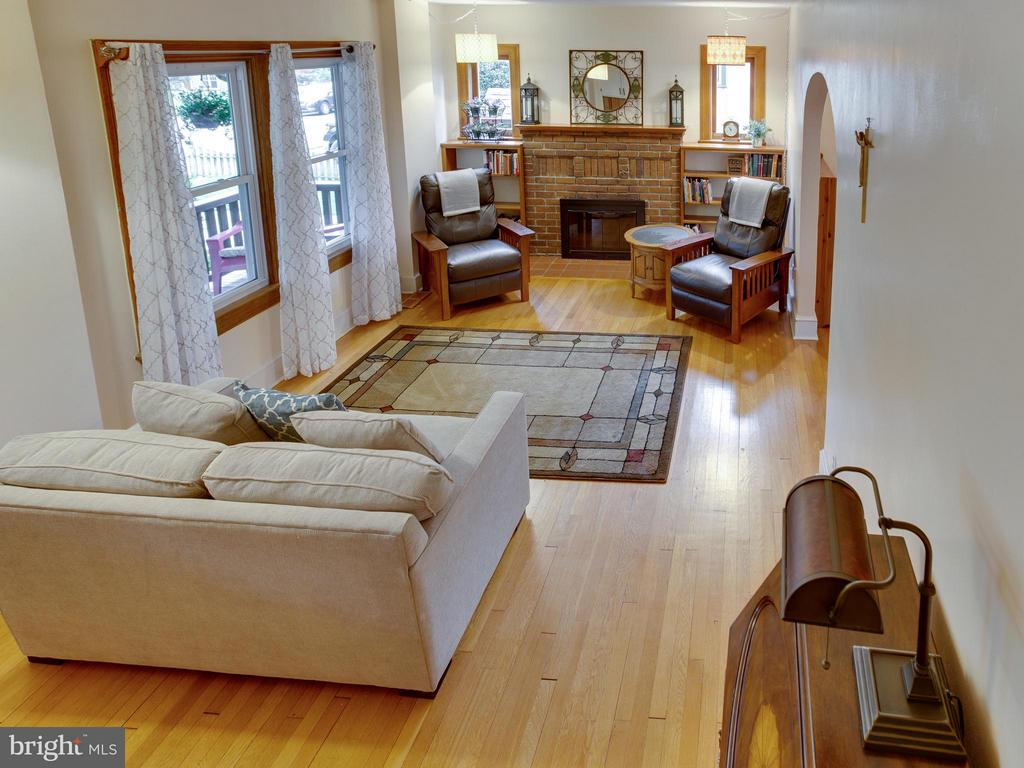 Overview of the living room - 5601 42ND AVE, HYATTSVILLE