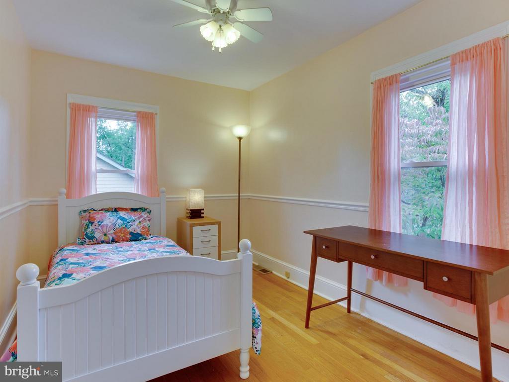 Rear bedroom #3    8' x 11' - 5601 42ND AVE, HYATTSVILLE