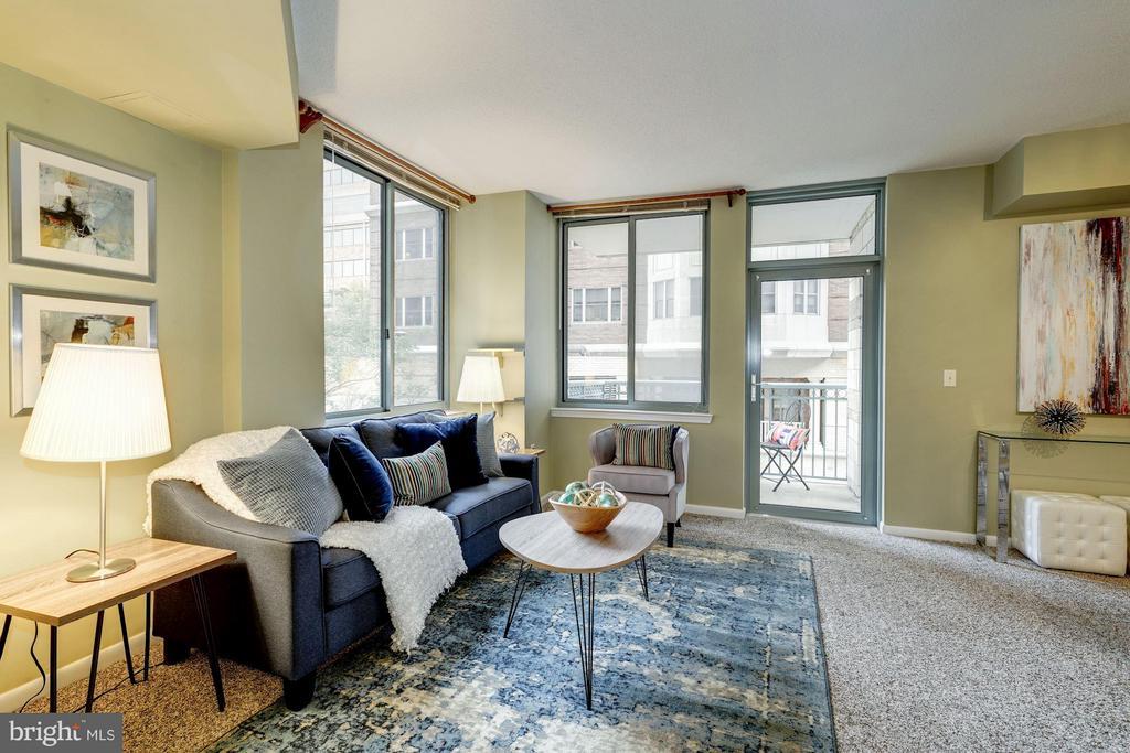 Living Room - 851 N GLEBE RD #306, ARLINGTON