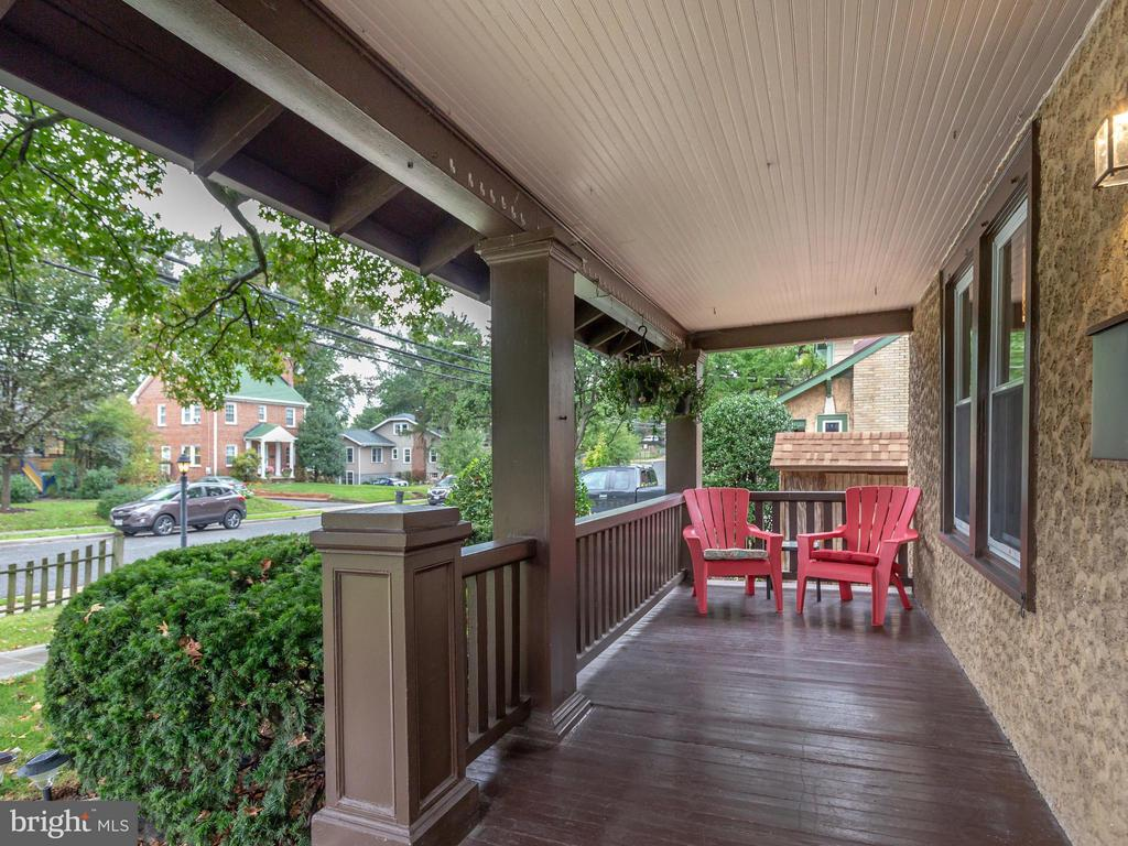 Gracious front porch - 5601 42ND AVE, HYATTSVILLE