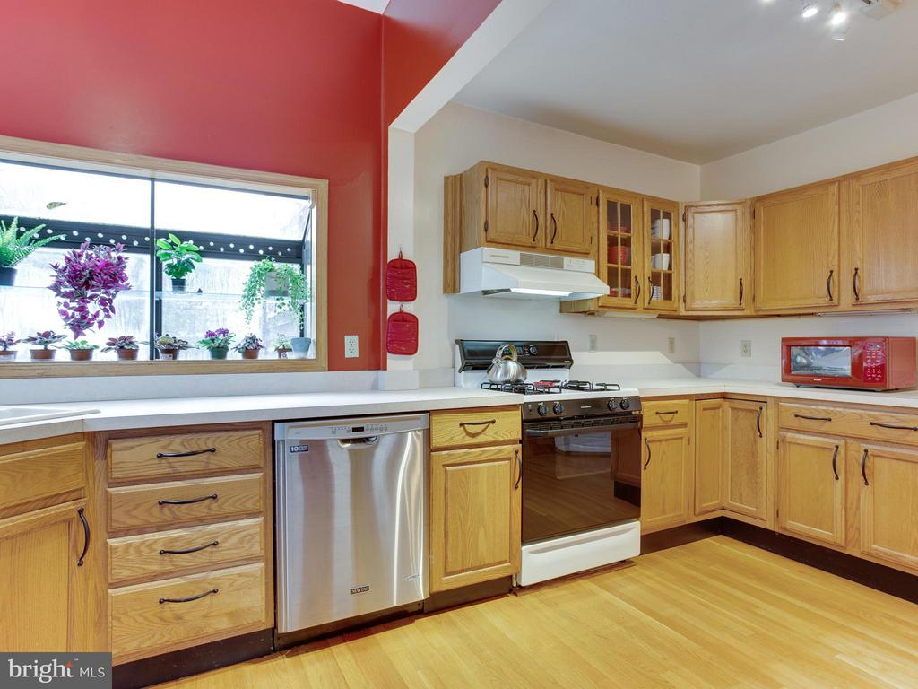 14' x 11' kitchen with vaulted ceiling - 5601 42ND AVE, HYATTSVILLE