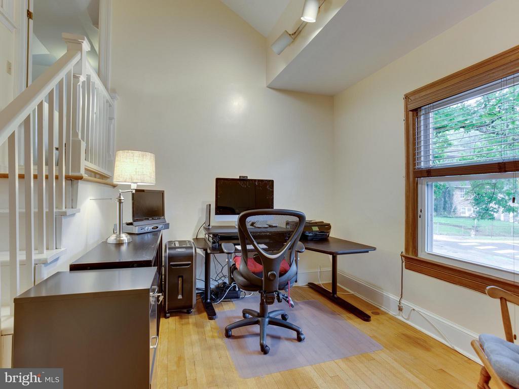 Bedroom #4 with pass thru stairway - 5601 42ND AVE, HYATTSVILLE