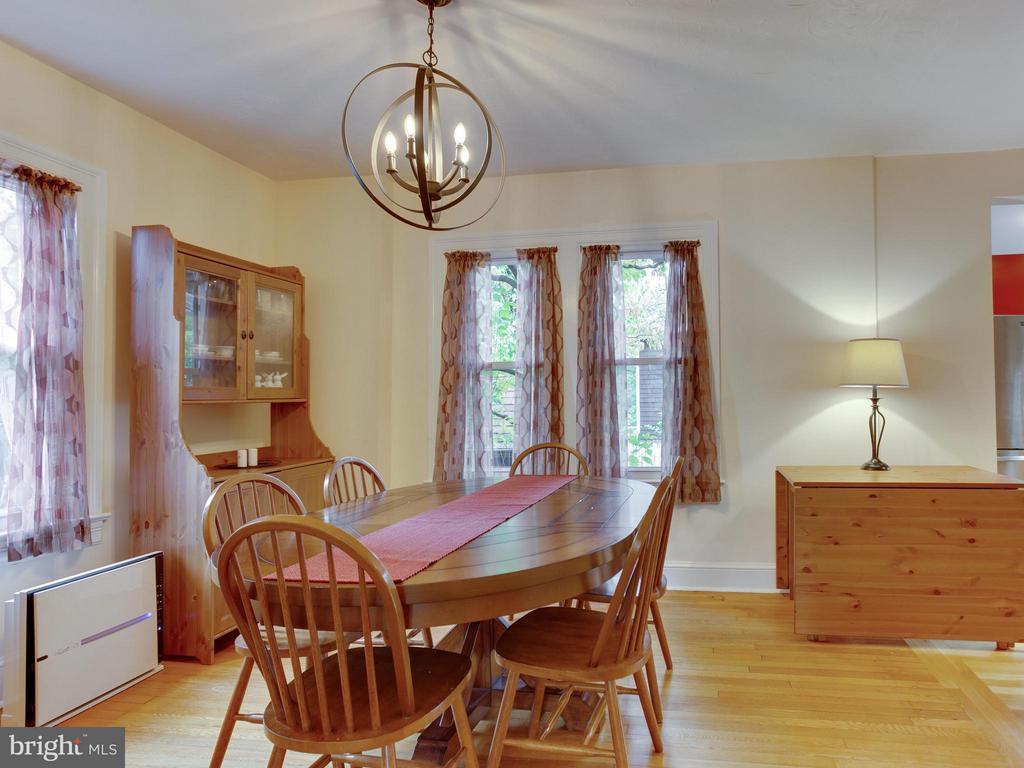 Light-filled dining room - 5601 42ND AVE, HYATTSVILLE