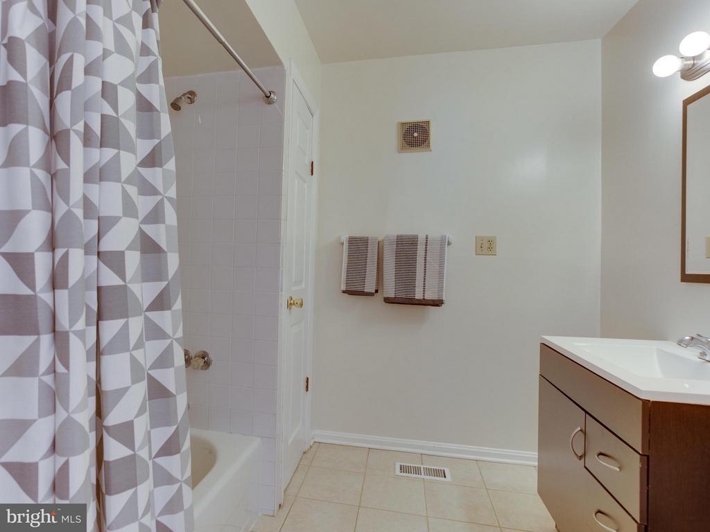 The shared hall bath - roomy! - 5601 42ND AVE, HYATTSVILLE