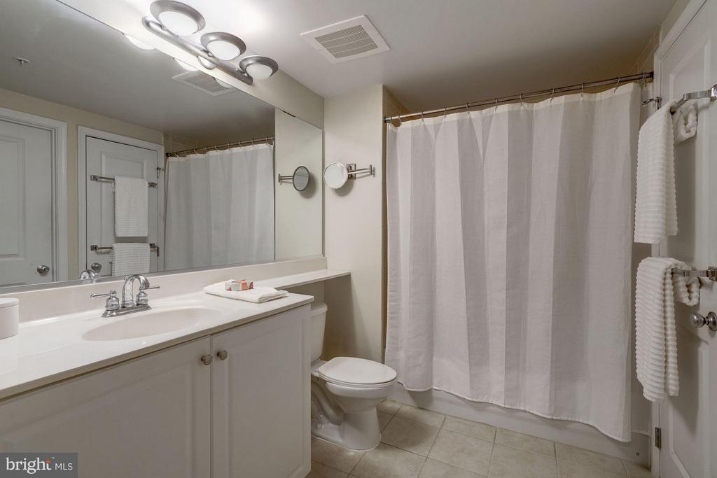 Master Bath - 851 N GLEBE RD #306, ARLINGTON
