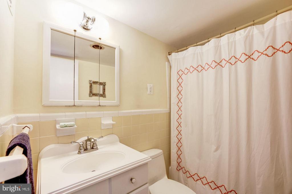 Bath - 1330 NEW HAMPSHIRE AVE NW #425, WASHINGTON