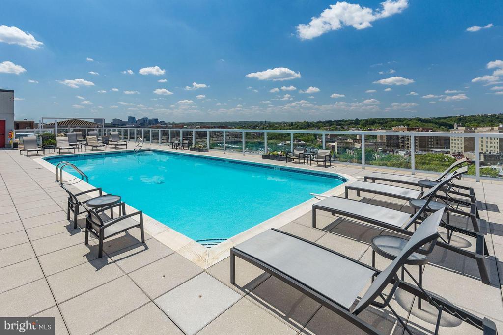 Rooftop lounge w/swimming - 1330 NEW HAMPSHIRE AVE NW #425, WASHINGTON