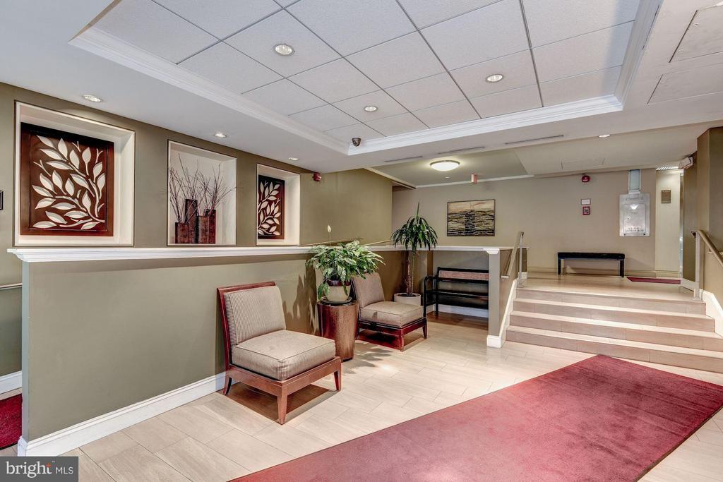 Welcoming entry lobby - 1330 NEW HAMPSHIRE AVE NW #425, WASHINGTON