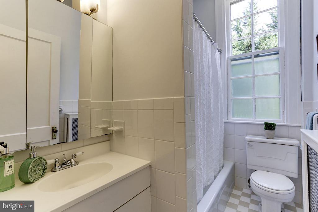 Bathroom - 3039 MACOMB ST NW #23, WASHINGTON