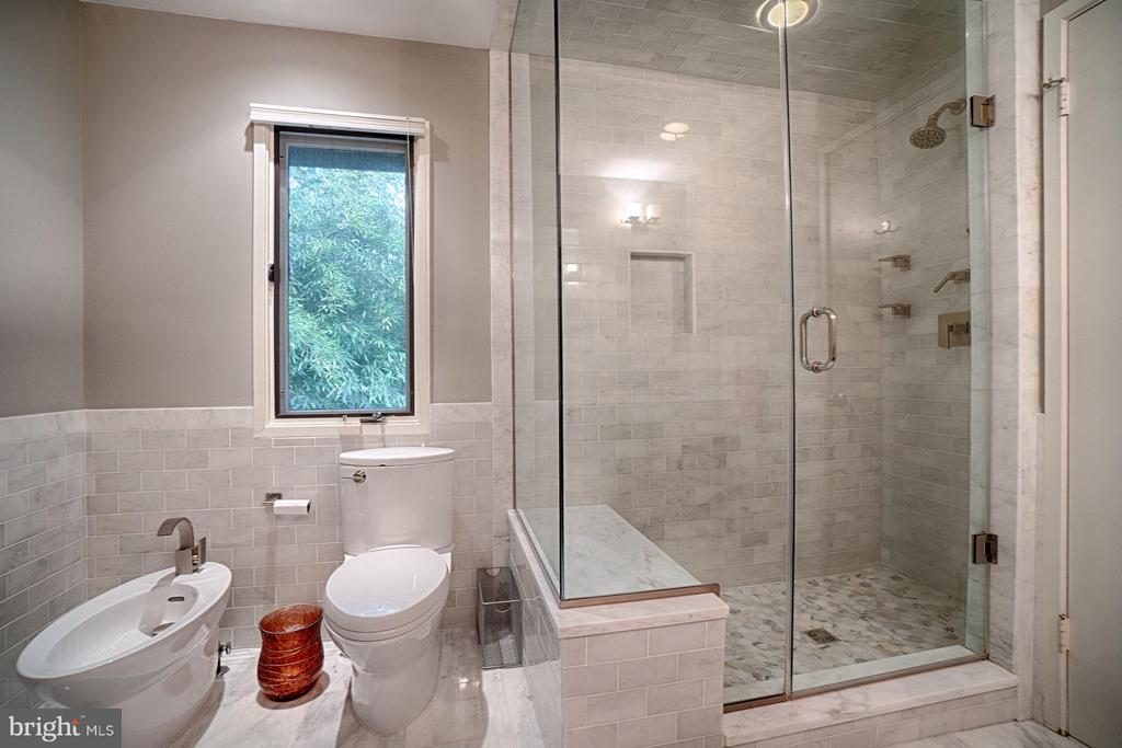 Master Bathroom - 2 SPRINGER CT, BETHESDA