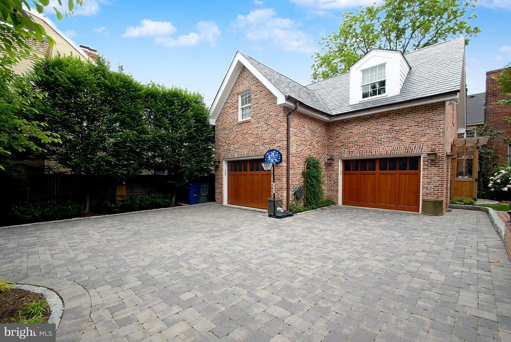 Spacious 3-car garage/carriage house - 329 WASHINGTON ST N, ALEXANDRIA