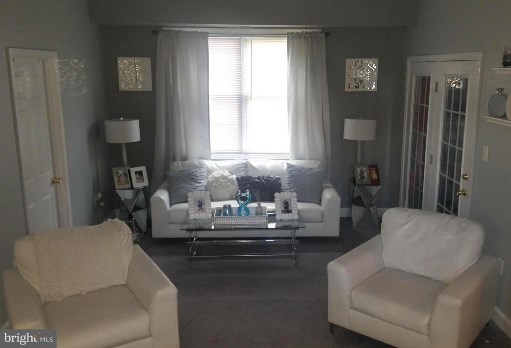 Main Level Family Room - 5032 A ST SE, WASHINGTON