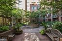 Community Courtyard - 1020 N HIGHLAND ST #222, ARLINGTON